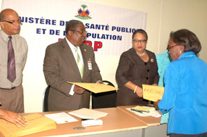 The acting Prime Minister of Haiti and Hon. Minister of Health Dr. Florence Duperval Guillaume, assisted by Dr Georges Dubuche, Director General of MSPP presented the schools with their reconnaissance evaluations.