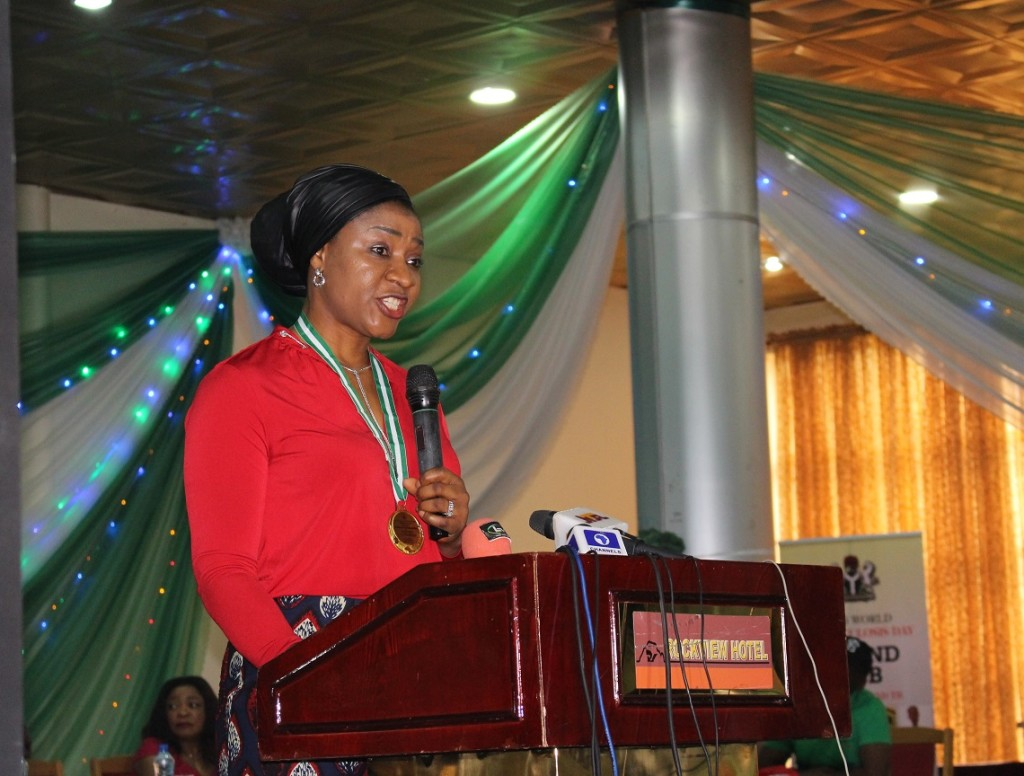 Dr. Linda Ugwuye Ayade accepts the TB Champion award on behalf of the First Lady of Nigeria, Her Excellency Hajiya Aisha Muhammad Buhari.