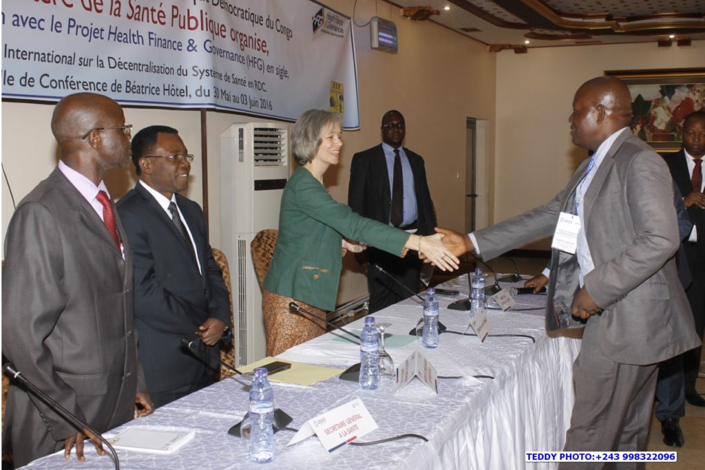 The Deputy Director for the USAID/DRC Health Office congratulates participants. On the left, Minister of Higher Education, Mr. Theophile Mbemba Fundu and the Director of the Directorate of General Services and Human Resources, Mr. Ngumbu.